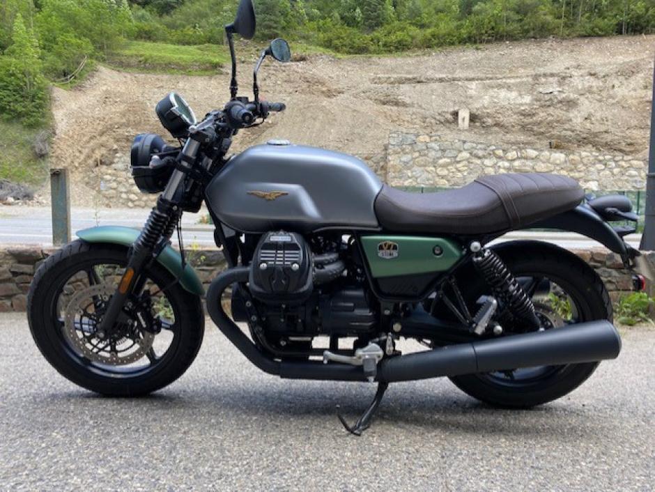 Moto Guzzi V7 Stone Centenari